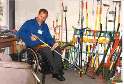 Garden tools for arthritis sufferers for Gardening tools for disabled
