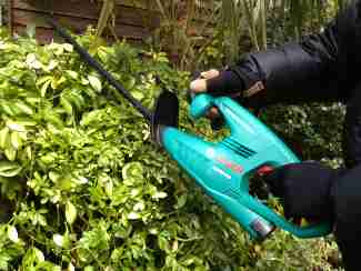 cordless hedge trimmers tested and reviewed by fred in the shed. Black Bedroom Furniture Sets. Home Design Ideas